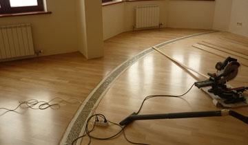 Современные напольные покрытия и укладка массивных досок на стяжку: однополосная доска и трёхполосные доски