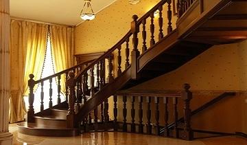 Лестницы из массива в компании «Papa Carlo»